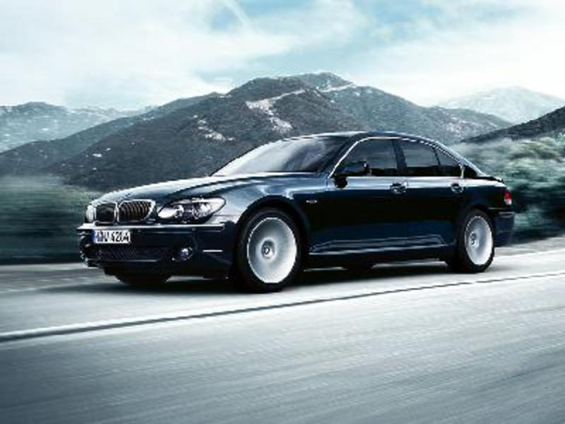 Send us more 2005 BMW 745Li pictures.