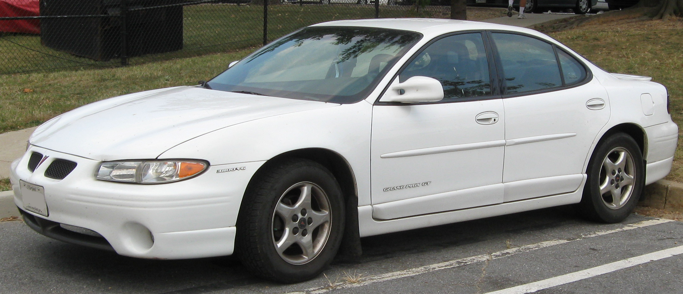 File:Pontiac Grand Prix GT sedan -- 09-22-2010.jpg