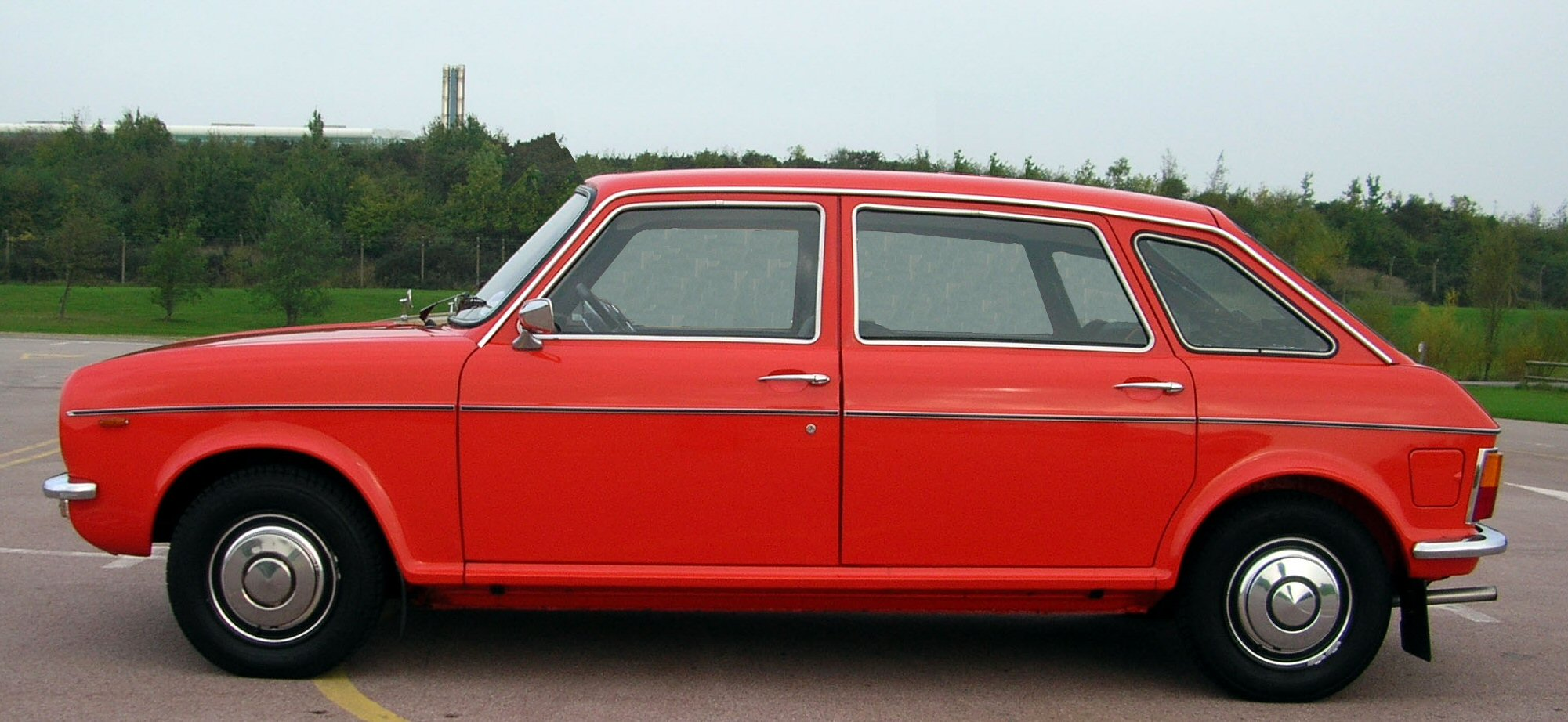 File:Austin Maxi 1980 left side view.jpg - Wikimedia Commons