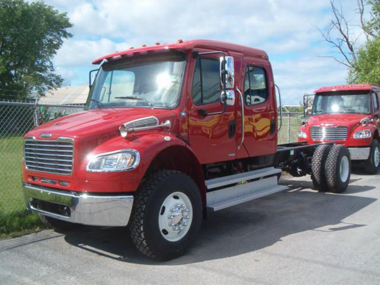 Topworldauto Photos Of Freightliner M2 Photo Galleries Century Fuse Box 106 Cars Catalog Specs Features Videos Review