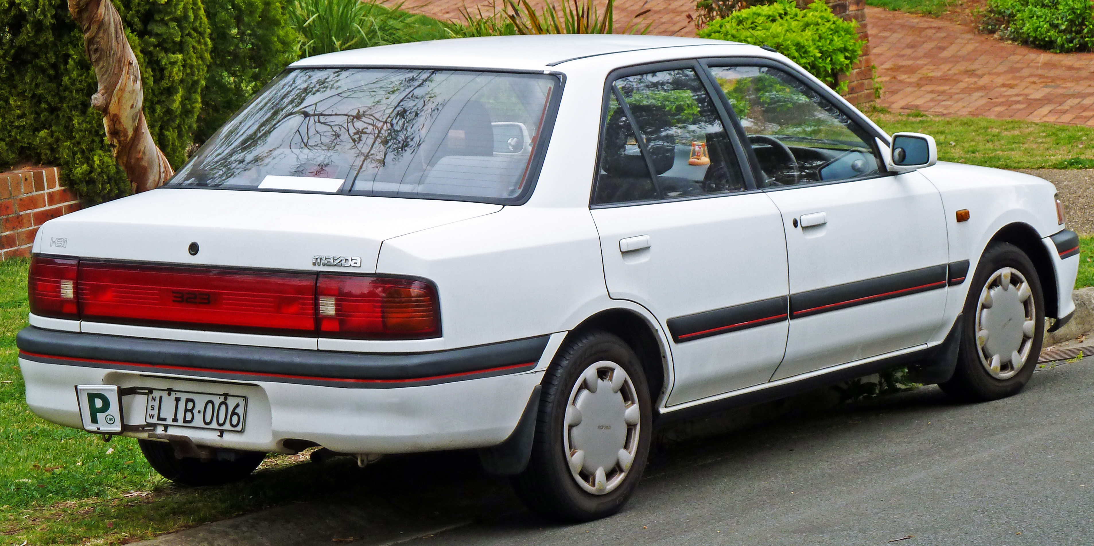 File:1991-1994 Mazda 323 (BG Series 2) sedan 01.jpg