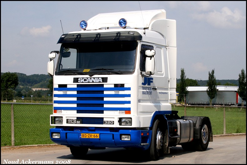 Scania 113M 320 — a model manufactured by Scania.