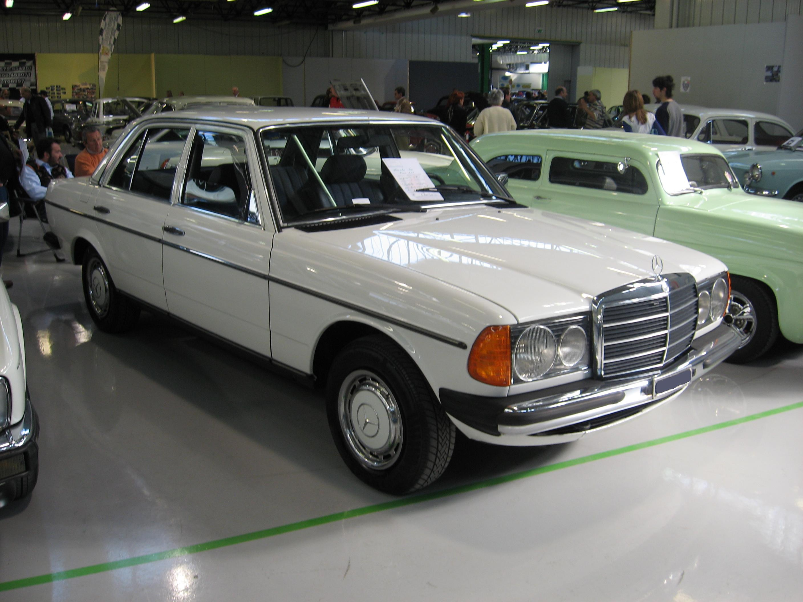 File:Mercedes-Benz 230 E (W123) at Old Timer Show in Forlì