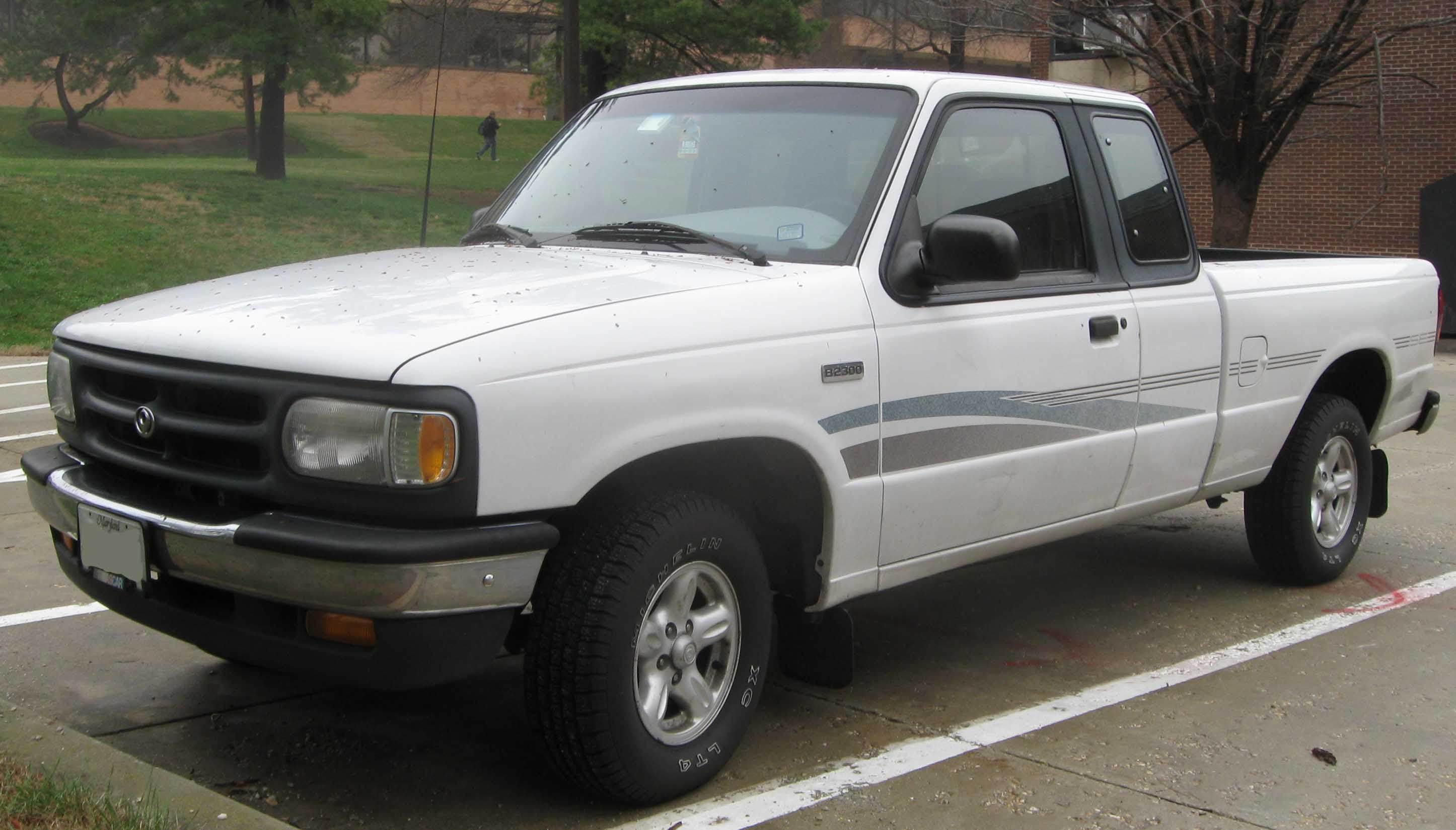 File:Mazda B2300 extended cab.jpg