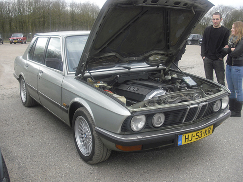HJ-53-KR BMW 520iA 2.5 [1982] | Flickr - Photo Sharing!