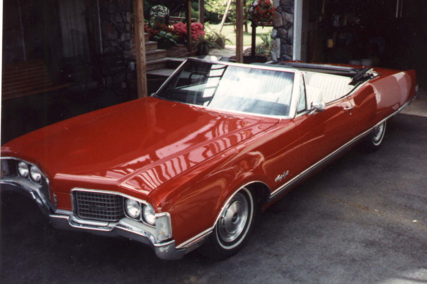 IMCDb.org: 1968 Oldsmobile 98 Convertible in