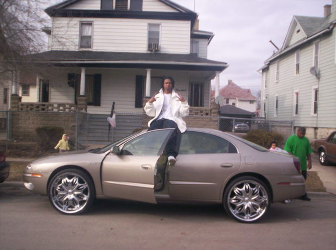 24 inchs on my 03 olds aurora this is how u do it sitting like a tonka truck