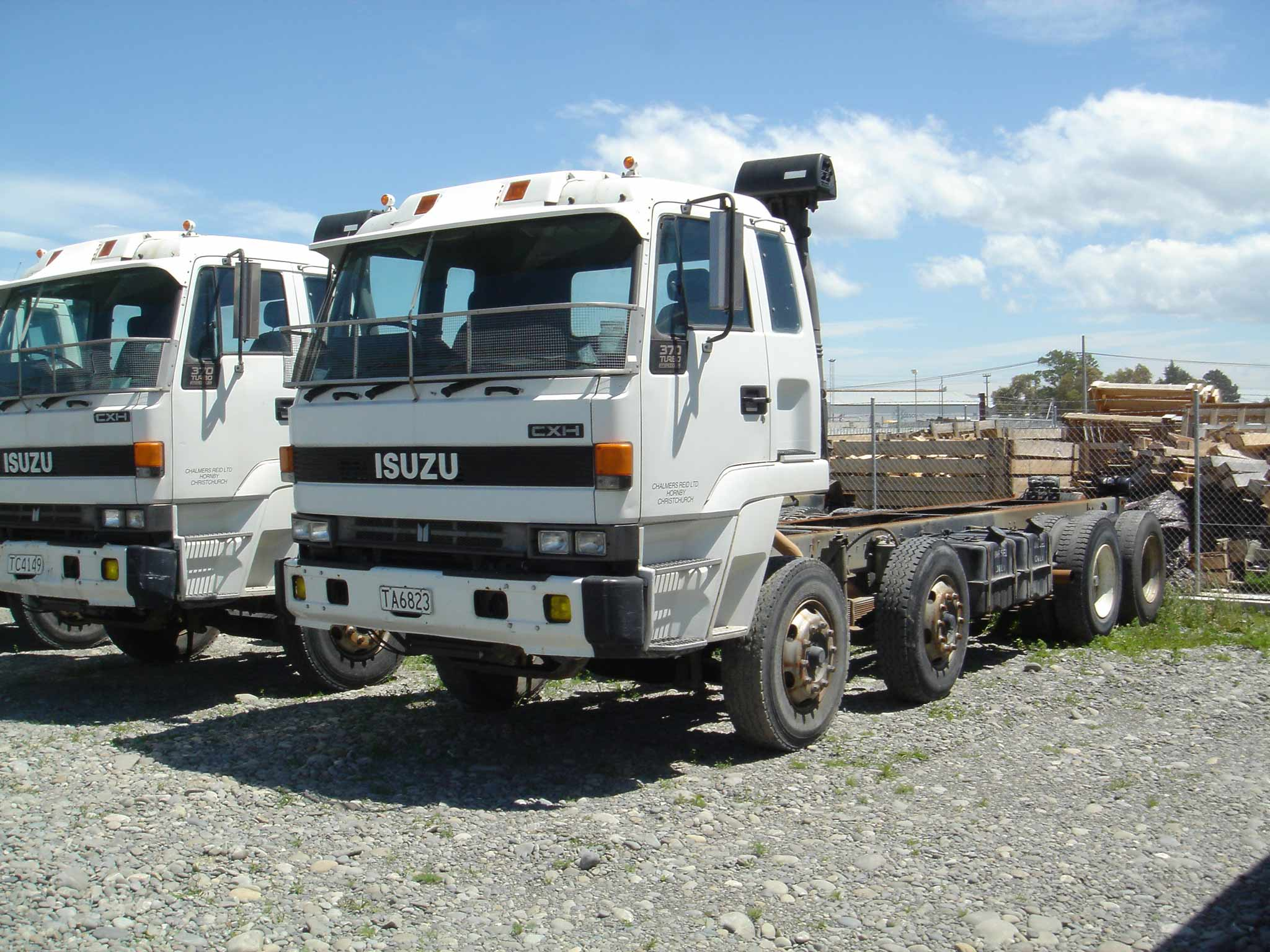 Isuzu : TRUCK AND BUS, QUALITY TRUCK AND BUS SUPPLIERS