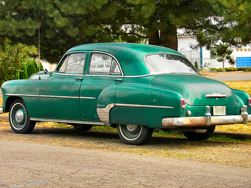 It's an early 1950′s Chevrolet DeLuxe (possibly a 1951).