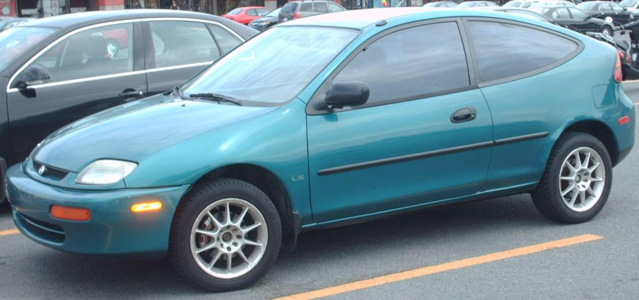 File:'95 Mazda 323 Hatch.JPG - Wikipedia, the free encyclopedia