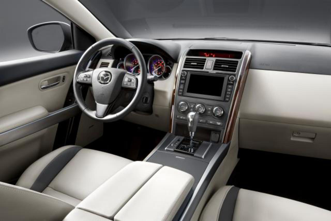 2010 Mazda CX-9 (35 KB). Download Hi-Res (1.4 MB)