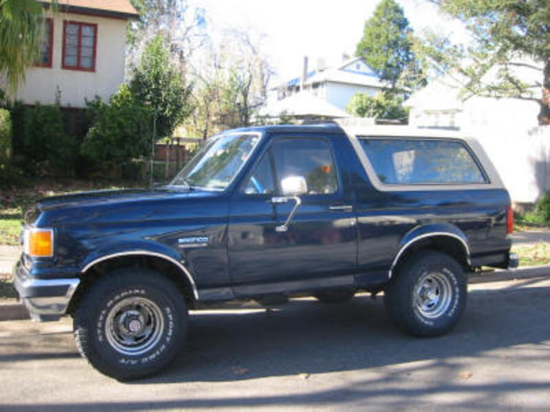 1991 Ford Bronco Eddie Bauer, 302, dual exhaust, large rims/good tires, CD,