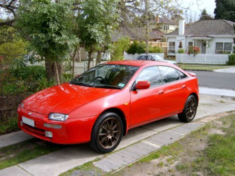 Mazda 323 Astina - huge collection of cars, auto news and reviews,