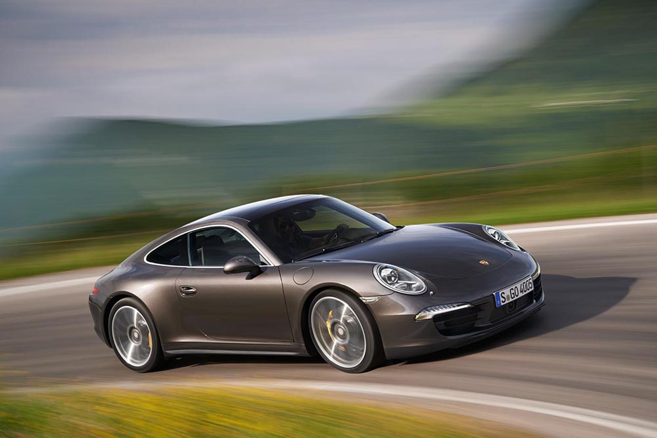 2013 Porsche 911 Carrera 4 and 4S officially revealed