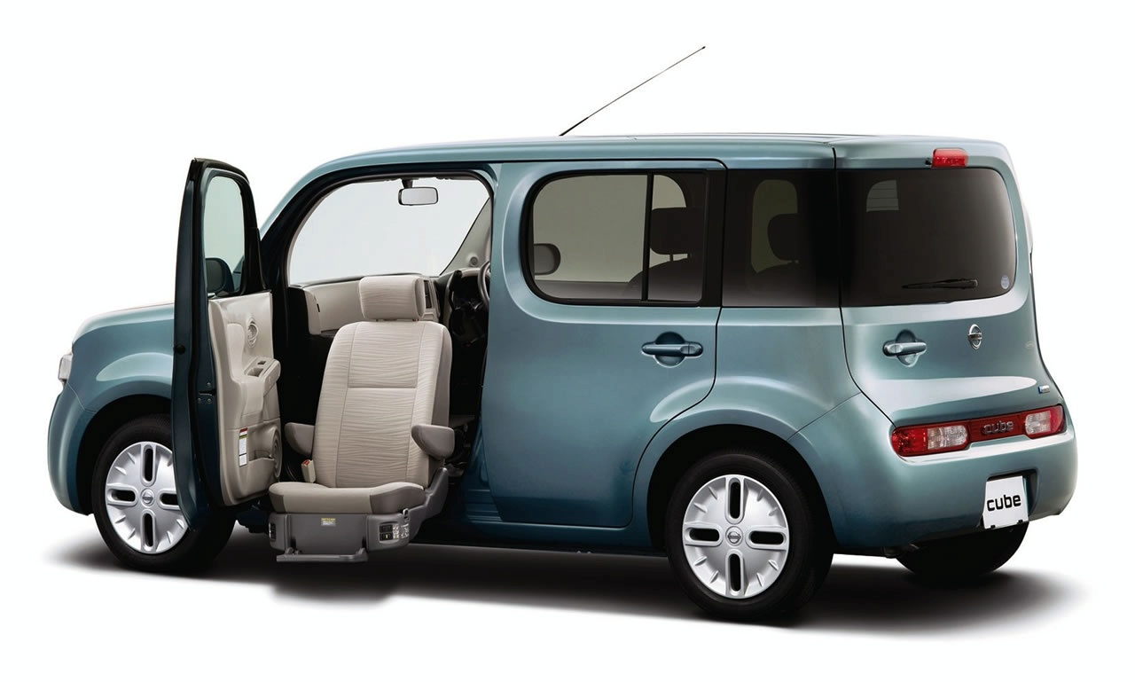 Car Pictures · 2010 Nissan Cube photo gallery.