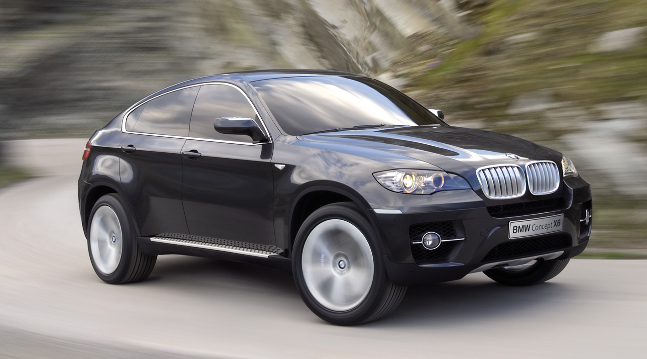 When seen from the front and rear, all the typical BMW X characteristics are