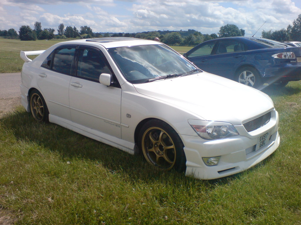 TOYOTA ALTEZZA RS200 Z-EDITION. http://www.youtube.com/watch?v=4Xm6_edgcZA