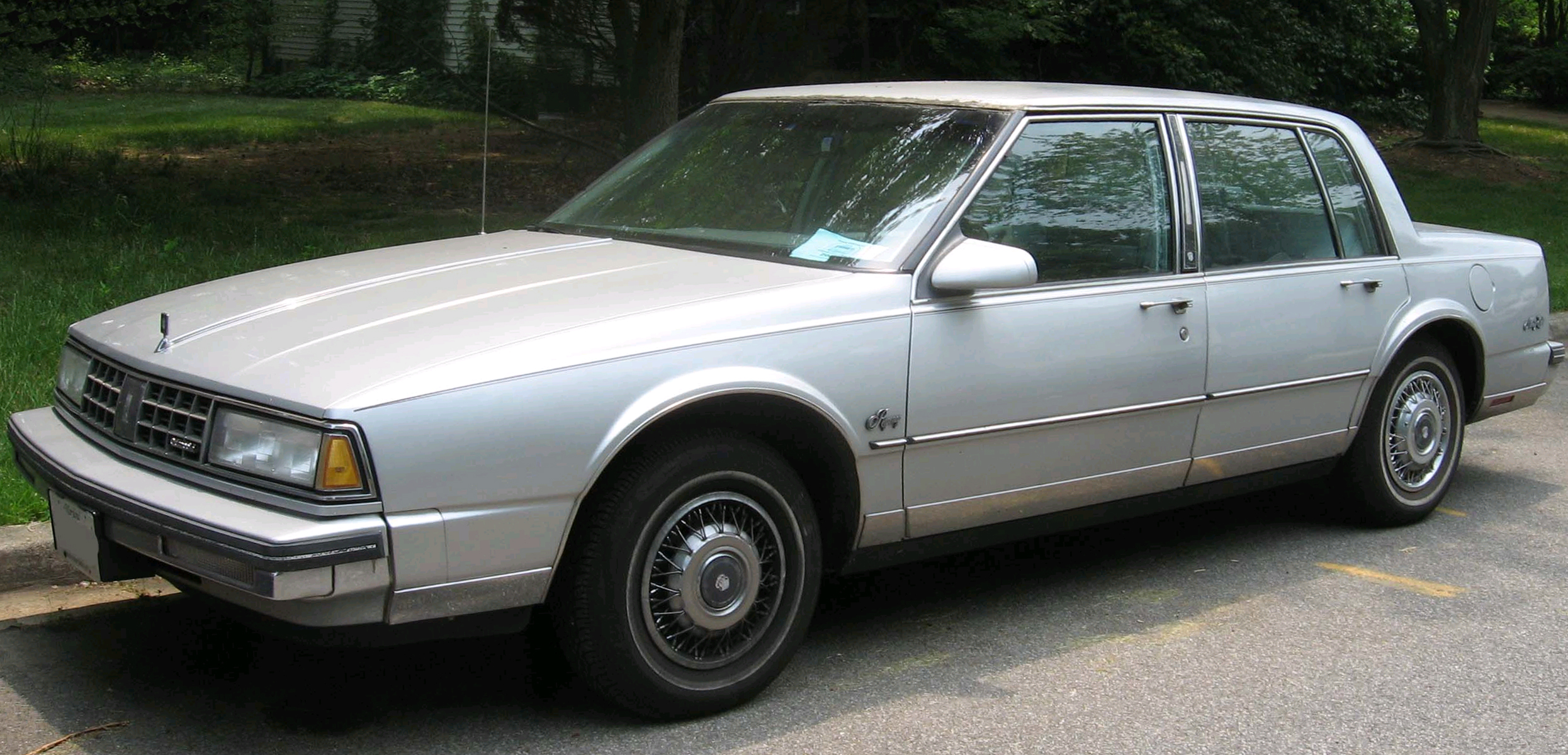 File:89-90 Oldsmobile 98 2.jpg