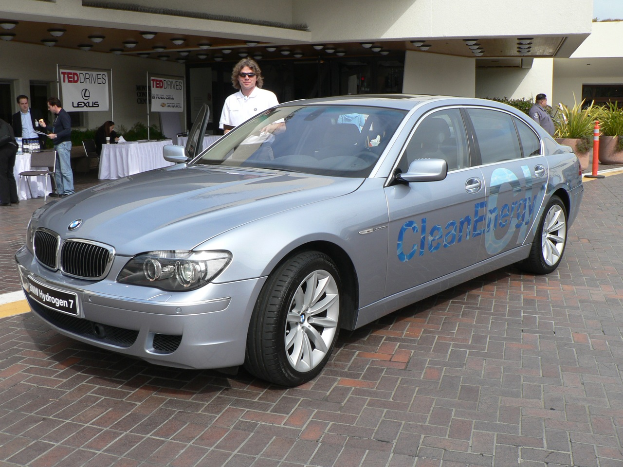 File:BMW Hydrogen 7 at TED 2007.jpg