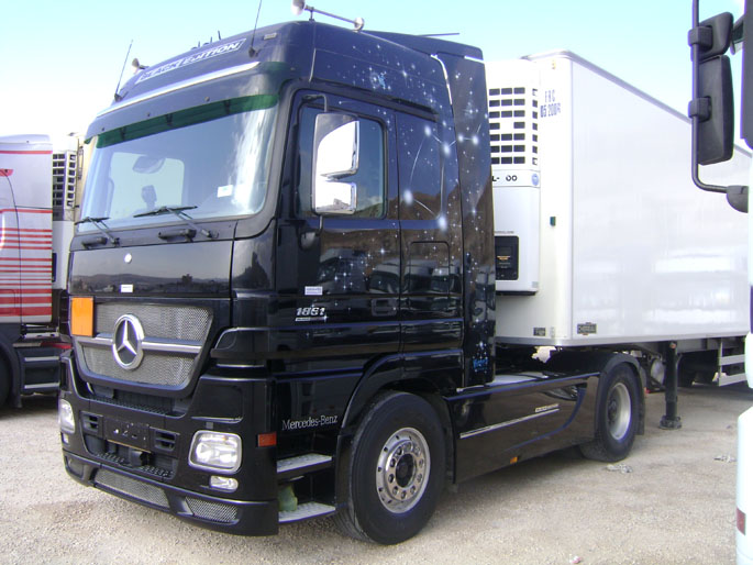 Mercedes Benz Actros 1861 Black Edition wallpaper. < Previous
