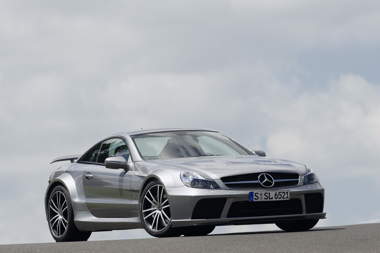 Download This High Resolution Picture of the 2009 Mercedes-Benz SL 65 AMG