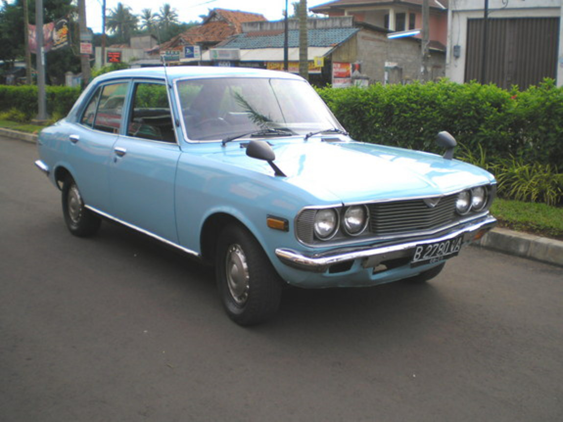 This is my 1975 blue mazda capella ( RX 2 )