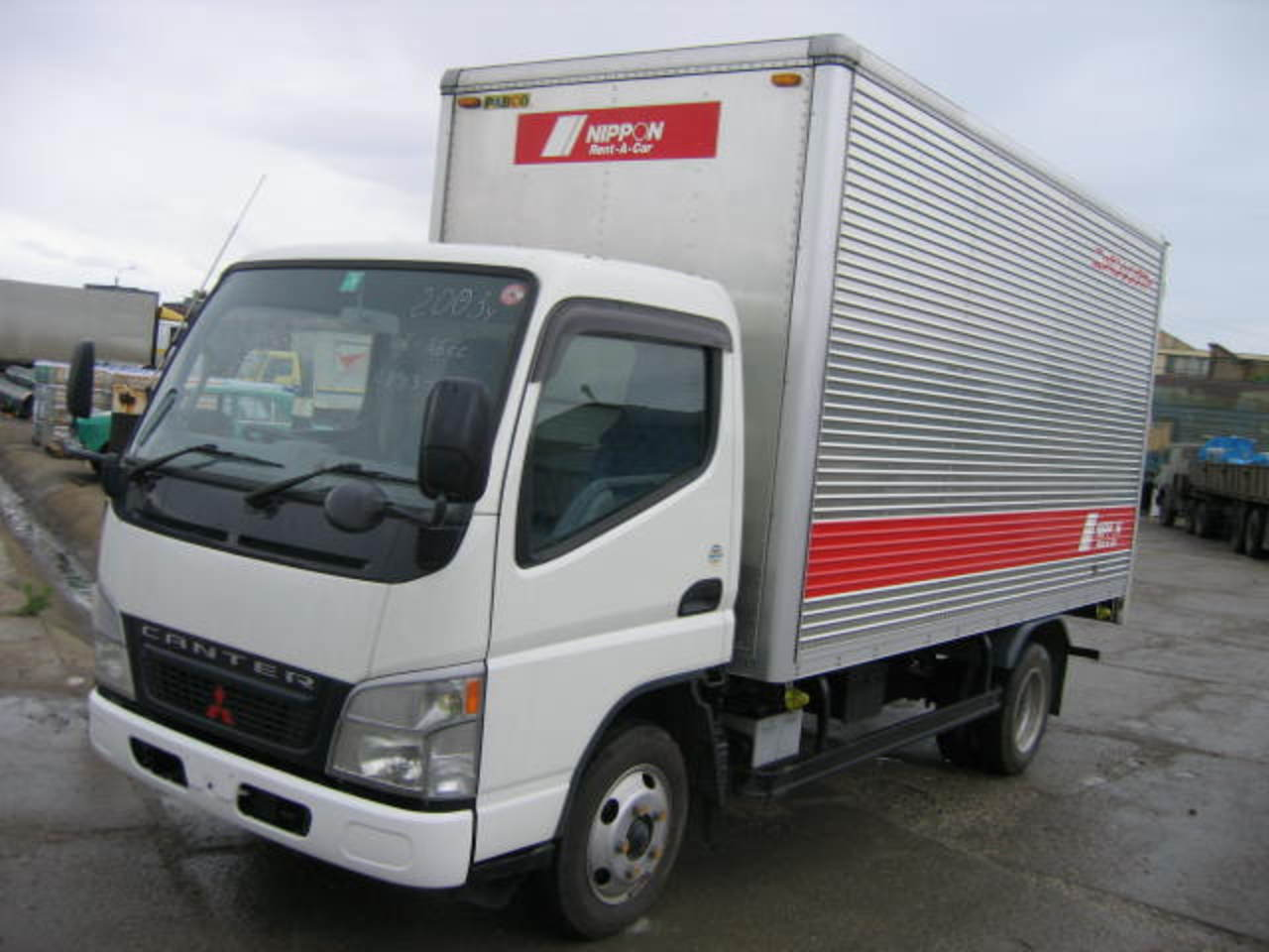Model Mitsubishi Canter is begining in Japan.