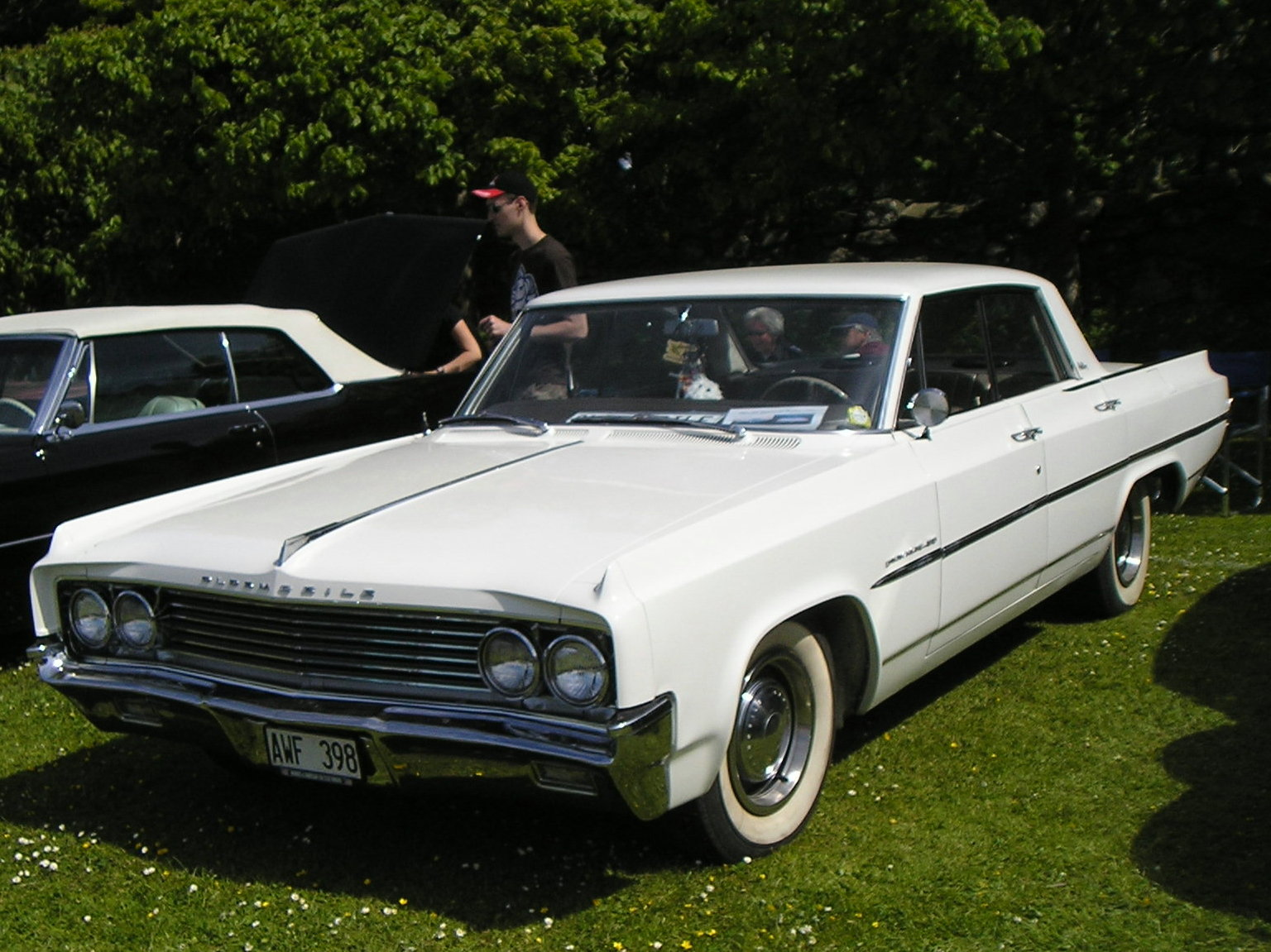 Oldsmobile Dynamic 88 4dr HT - cars catalog, specs, features, photos,