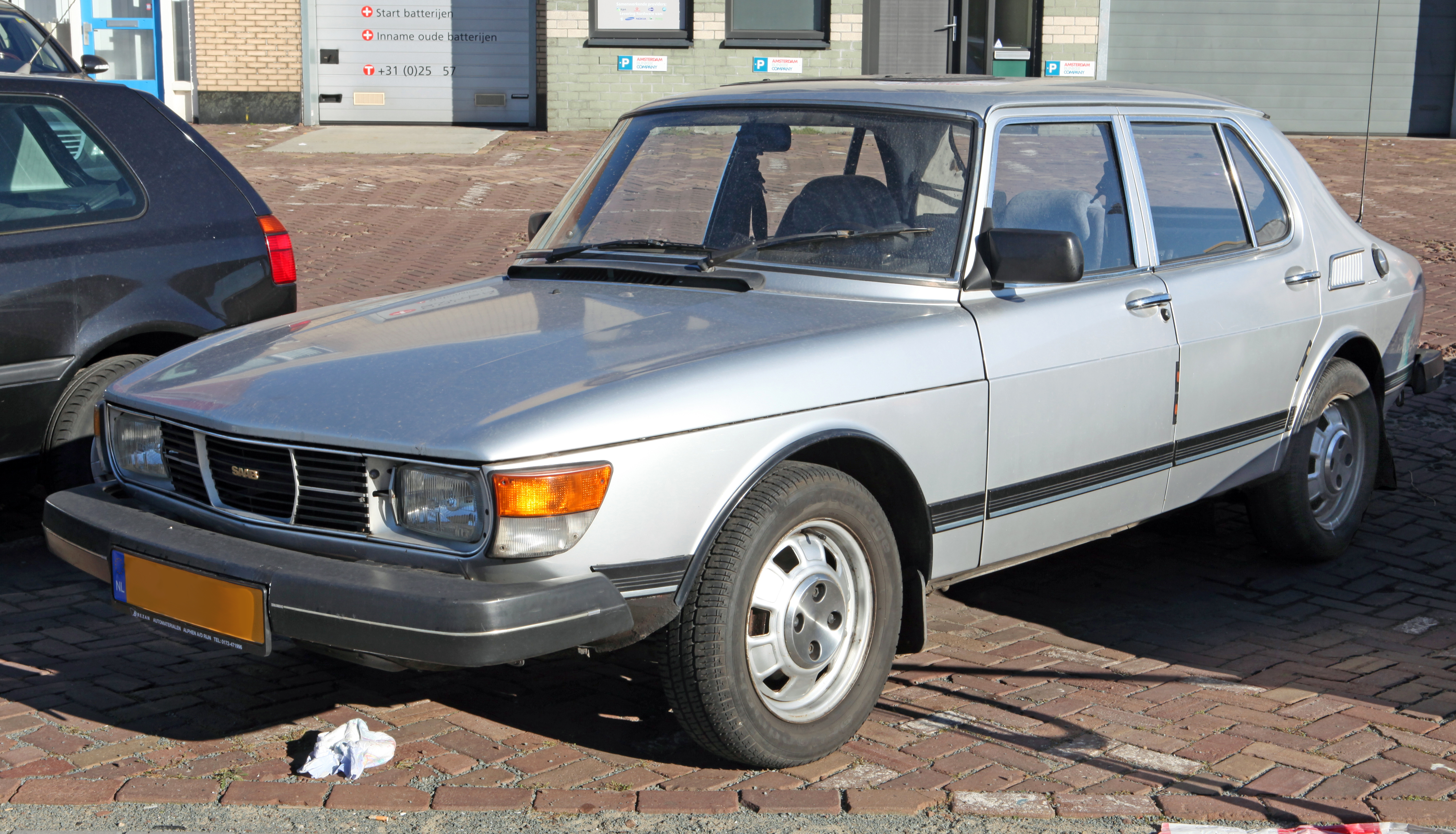 File:1982 Saab 99 4-dr.jpg - Wikimedia Commons