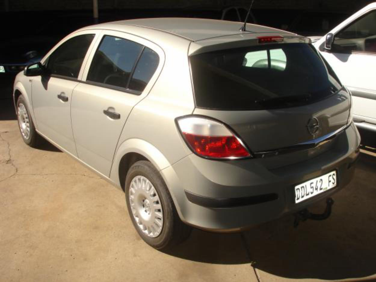 Pictures of 2006 OPEL ASTRA 1.6 TWINPORT ESSENTIAL
