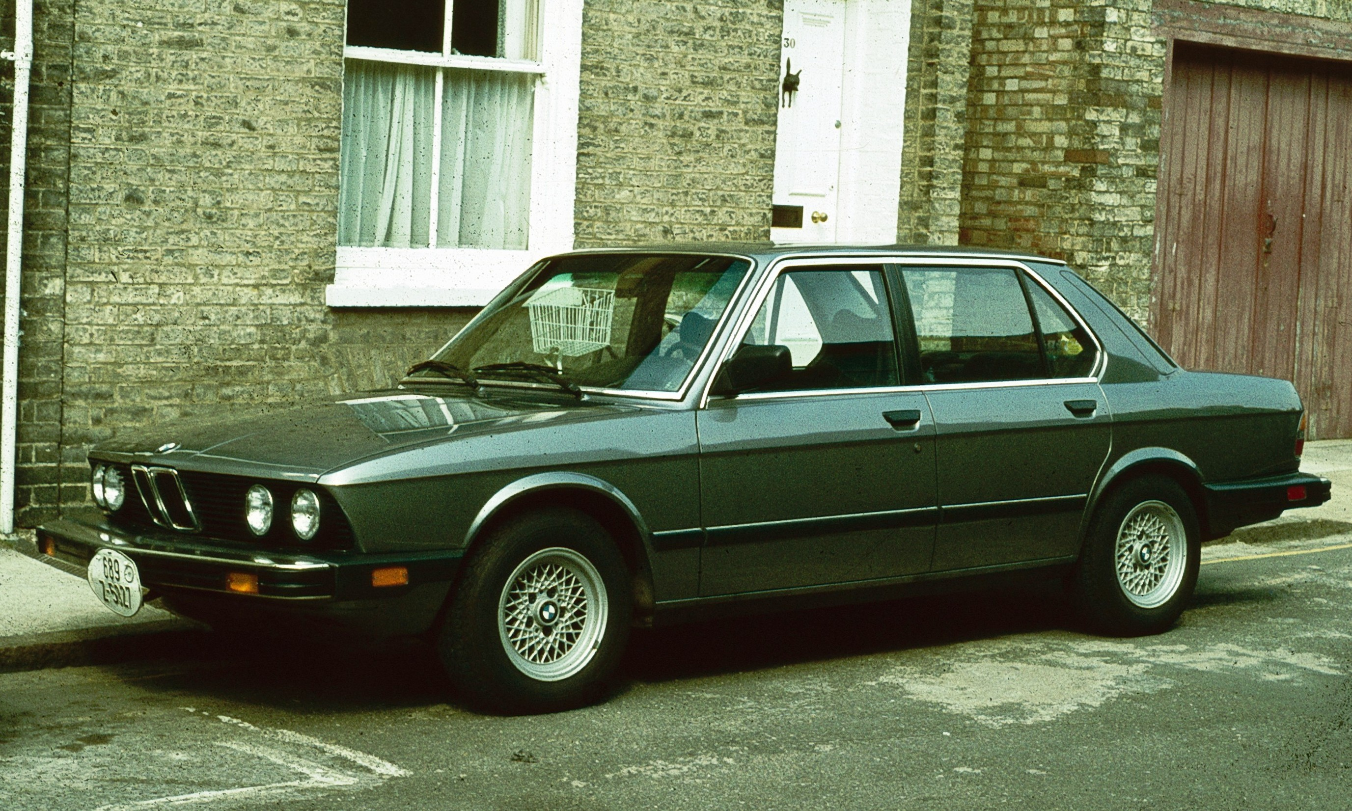 File:BMW 528 US Spec Cambridge 1980.jpg