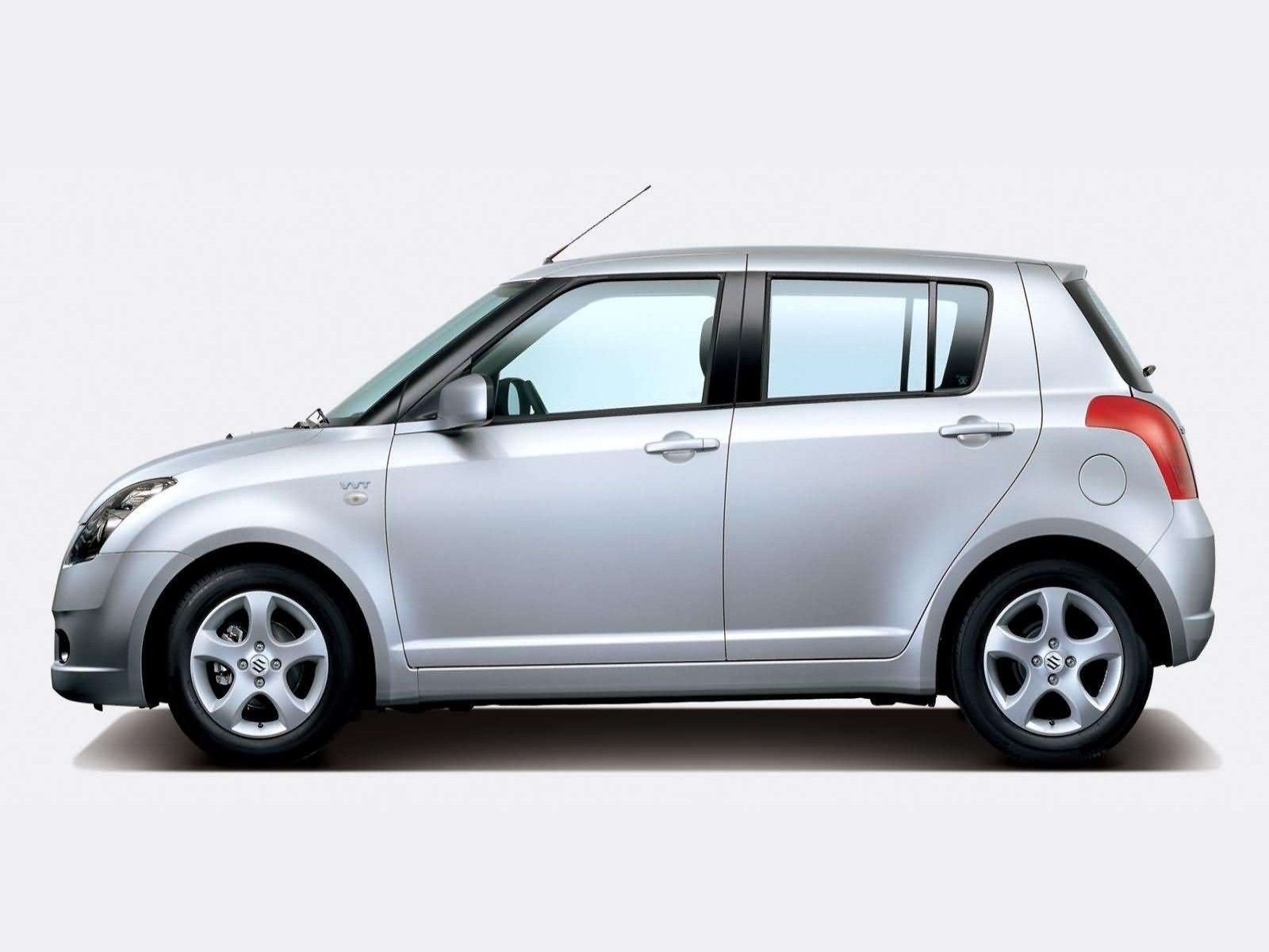 Suzuki Swift VVT model 2005 wallpaper 11