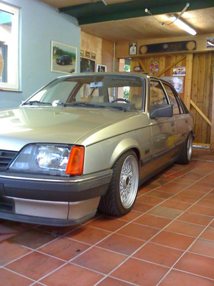 Re: 1986 Opel Rekord Post by madmaxx on Aug 1, 2009, 10:39am