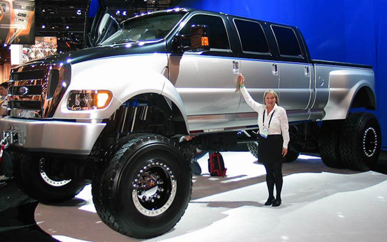 On this page we present you the most successful photo gallery of Ford F-750