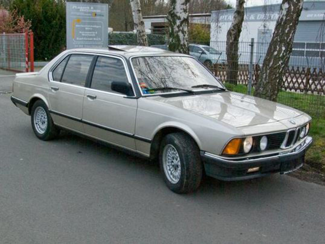 BMW E23 Siebener 732i · Right_arrow