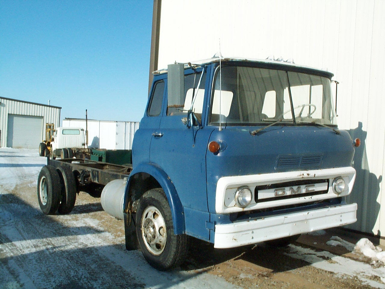 International Harvester 1700 tilt cab