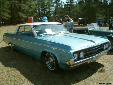 Oldsmobile Dynamic 88 Holiday 4dr