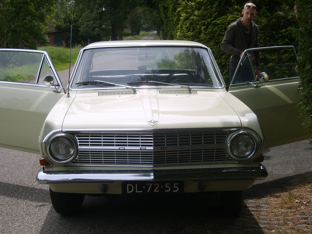 Opel Rekord Coup-2