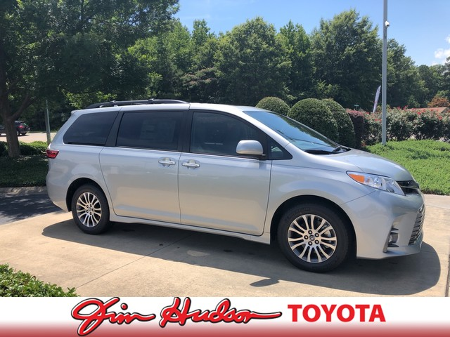 Toyota Sienna XLE, Photo #2