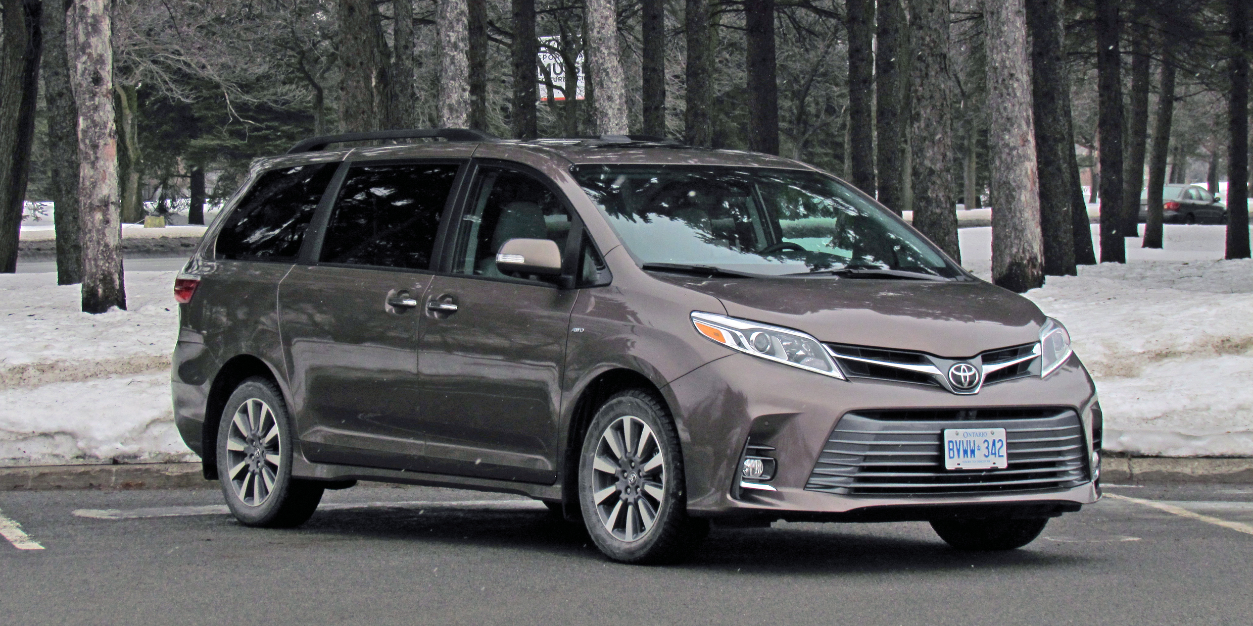 Toyota Sienna XLE, Photo #3