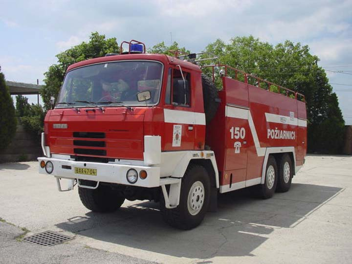 Fire Engines Photos - TATRA 815 6x6 CAS-32 foam tender