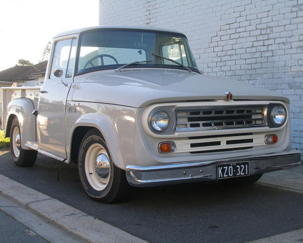 International C1100: Photo gallery, complete information about ...