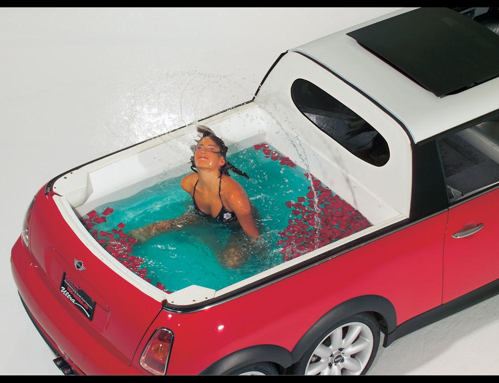 Mini XXL Stretch Limo - Pool - 1024x768 Wallpaper