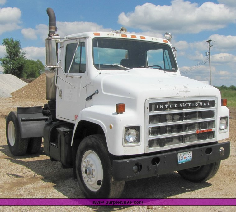1984 International S2300 single axle day cab semi truck | no ...