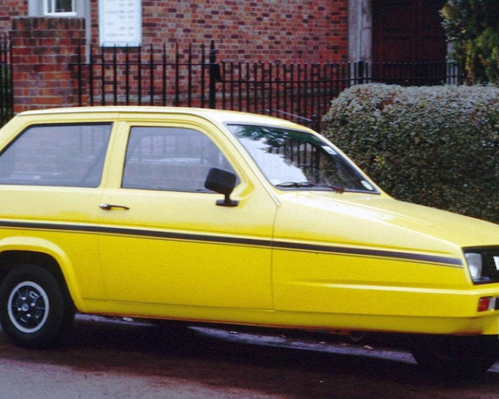 File:Reliant Robin Saloon England.jpg - Wikimedia Commons