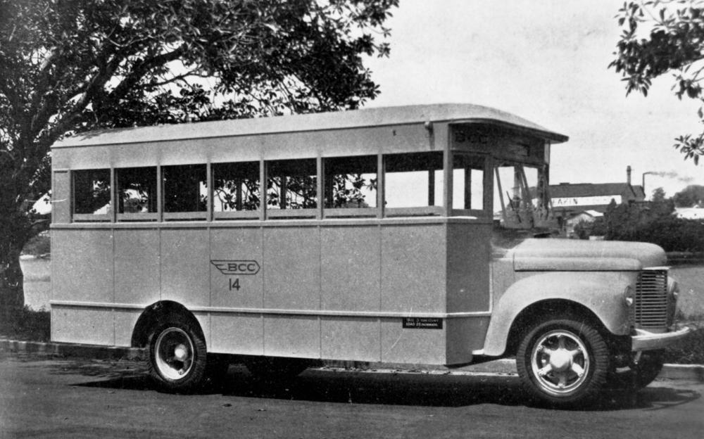 File:International K series bus in Brisbane, 1943.jpg - Wikimedia ...