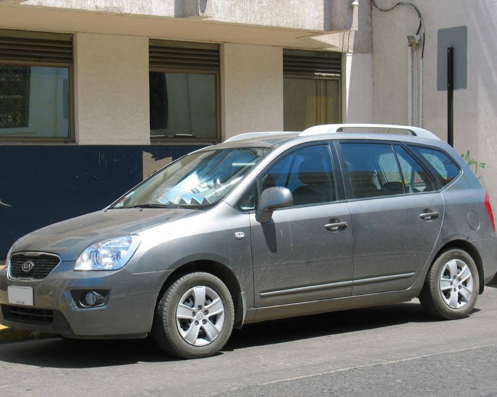 File:Kia Carens LX 2.0 2012.jpg - Wikimedia Commons
