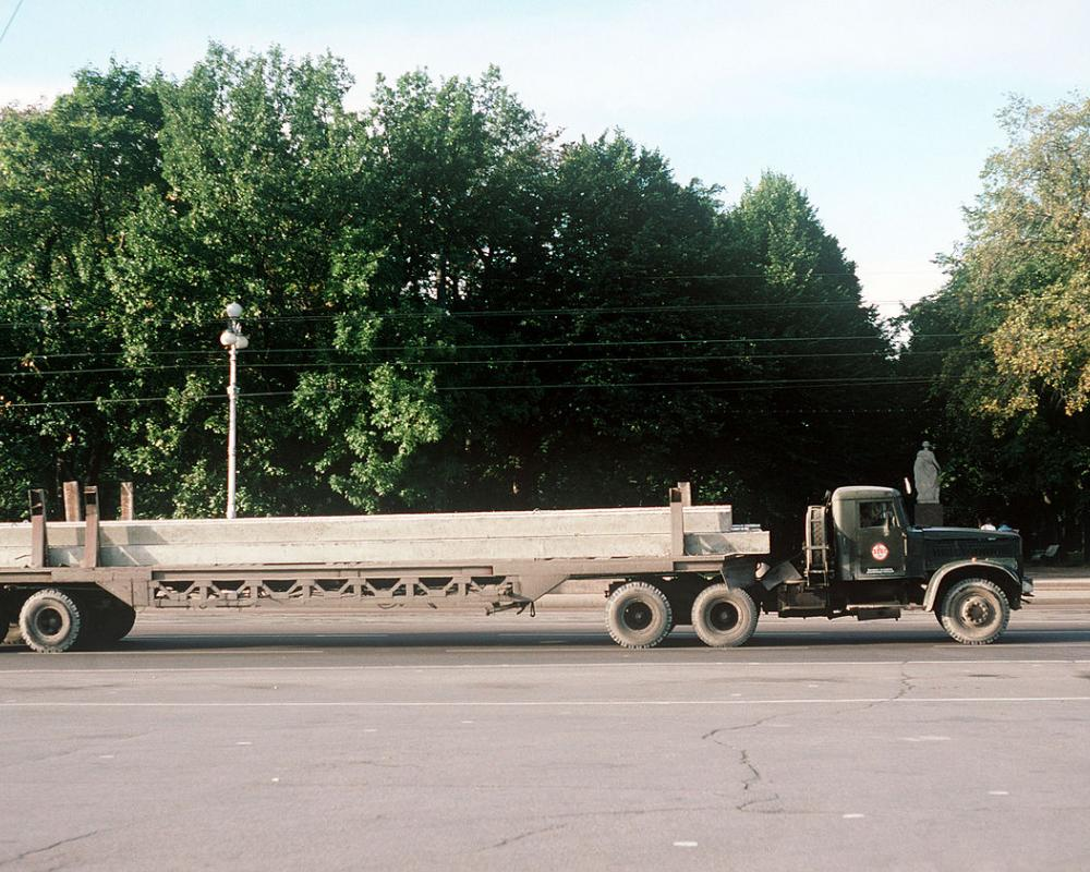File:A KrAZ-258 tractor truck and transport trailer.JPEG ...