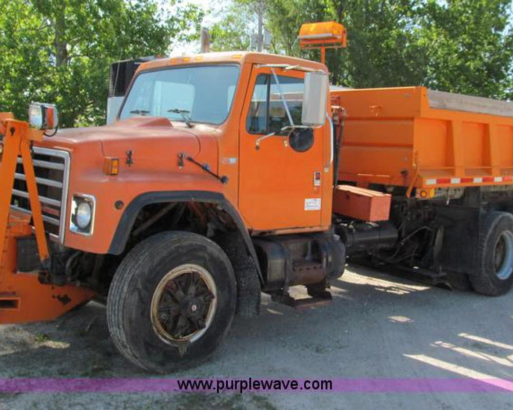 1989 International S1900 dump truck | no-reserve auction on ...