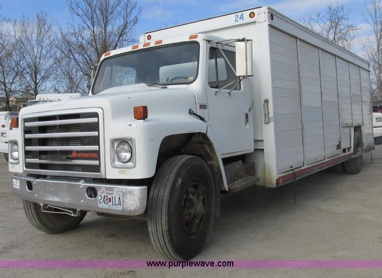 1988 International S1700 beer/form truck | no-reserve auction on ...